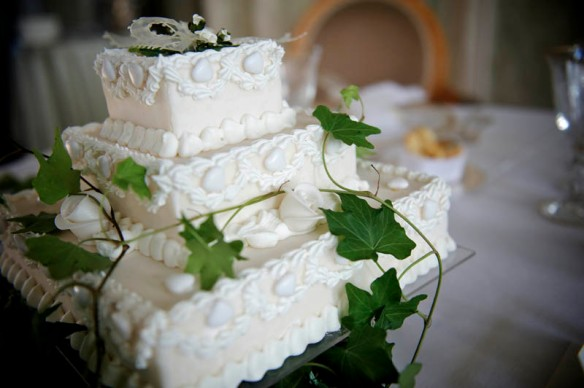 wedding cakes - traditional or modern